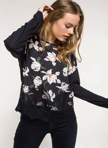 DeFacto Dantel Detaylı Çiçek Desenli Bluz Siyah